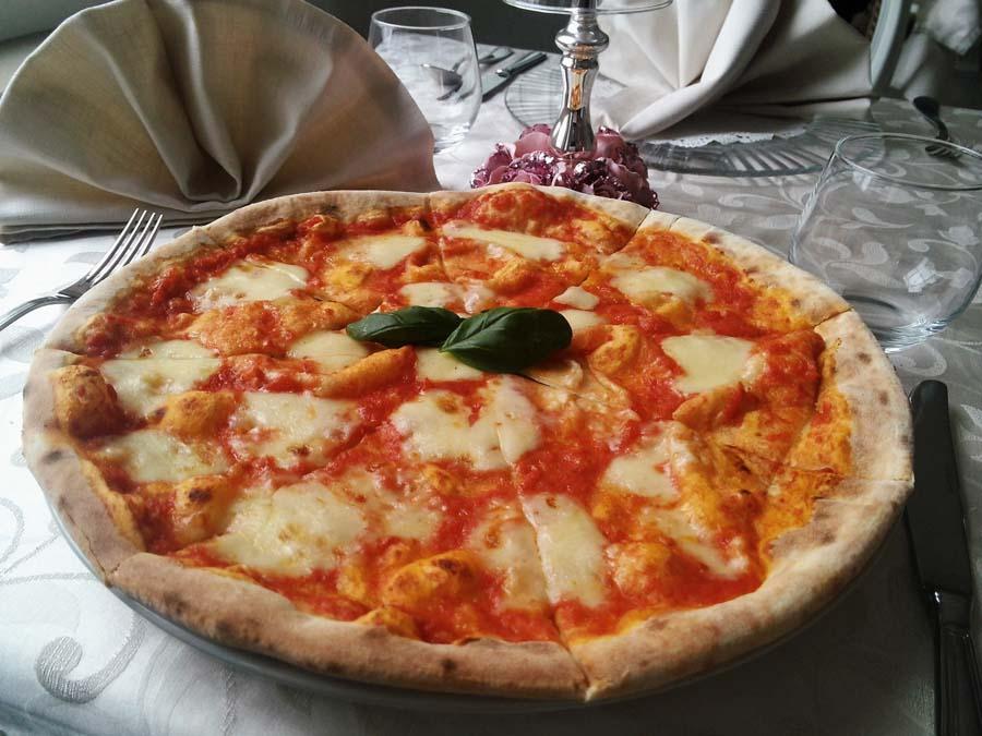 Sezónne menu vytvárame práve vďaka čerstvým talianskym výrobkom, ktoré prinášame do kuchyne každý týždeň.