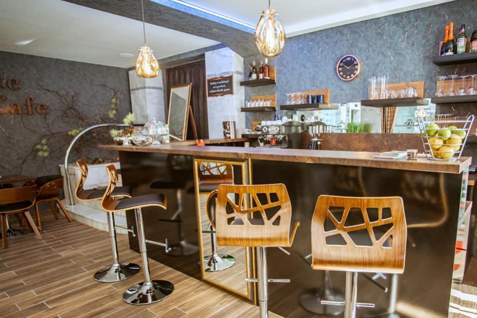 Interiér kaviarne Elit Cafe