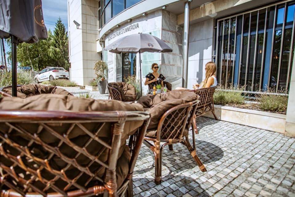 Letná terasa Elit Cafe - stumerova topolcany