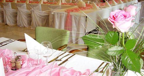6d2a18952 Viete oceniť reštaurácie, v ktorých Vám pripravia vždy čerstvé jedlá z  domácich surovín? Hľadáte miesto pre Vašu svadbu či oslavu? Reštaurácia AXA  Topoľčany ...