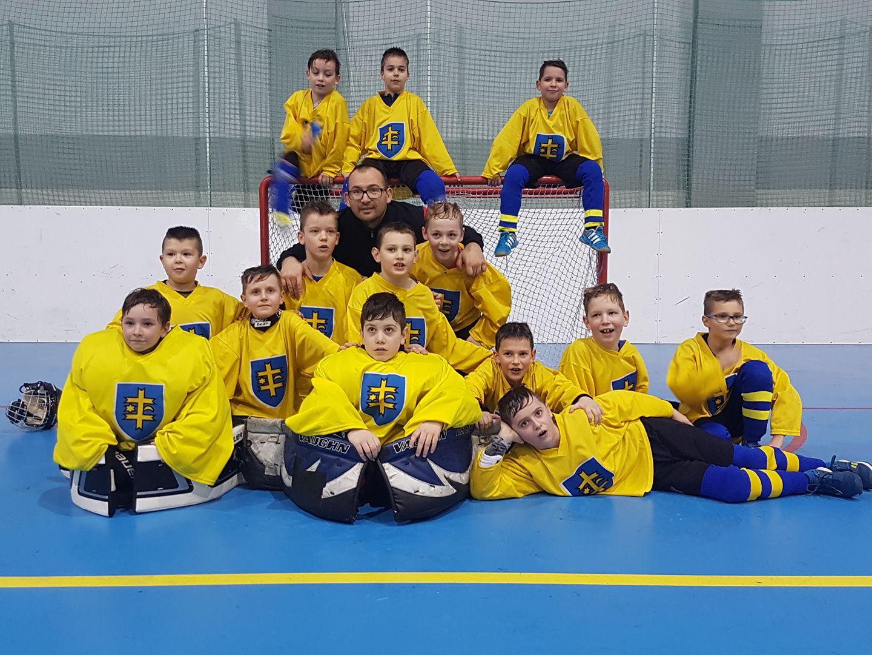 Detský hokejbal v Topoľčanoch - Kam v meste  d2afd695c06