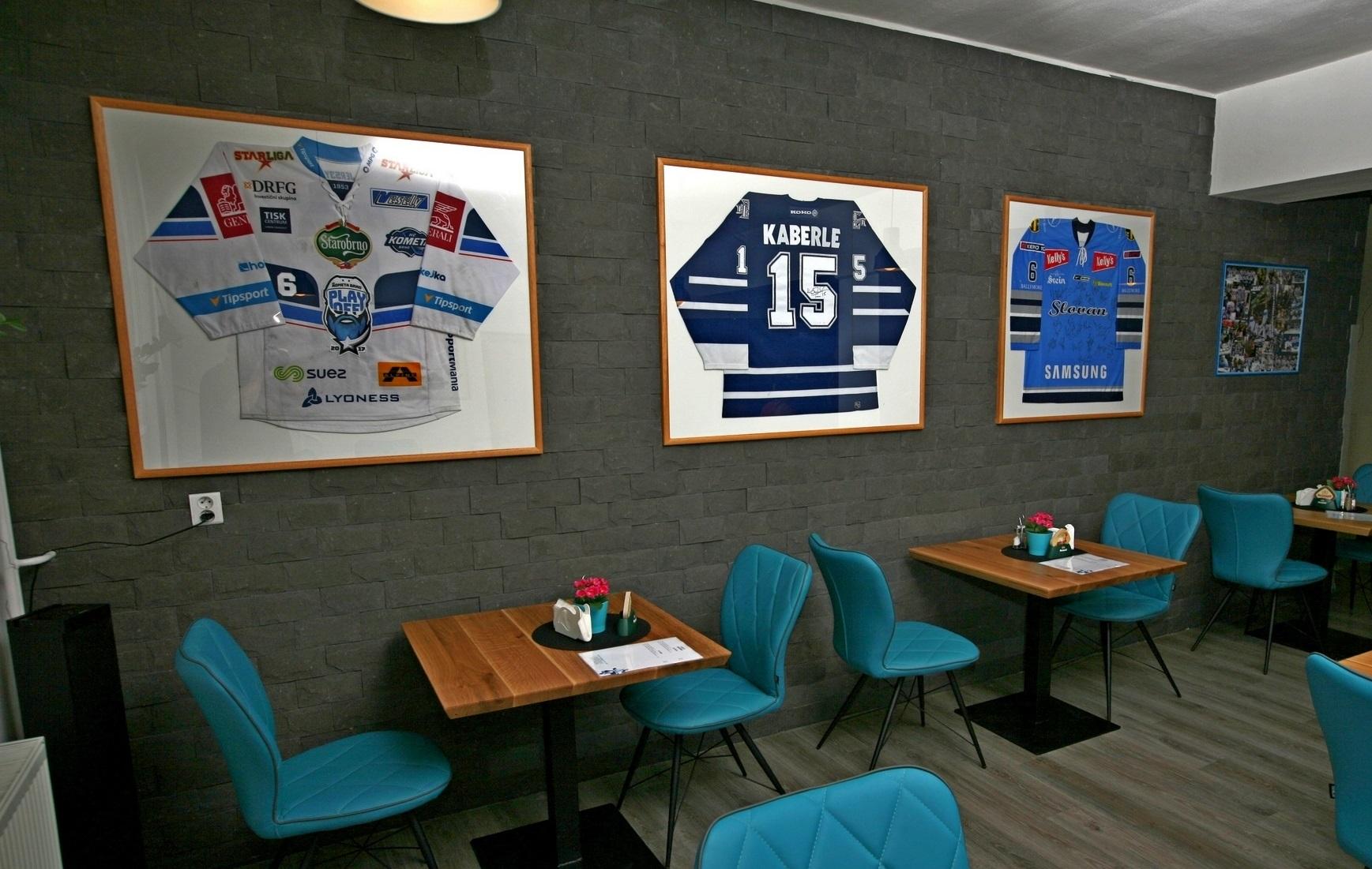Príďte si po zážitok do hokejovej re - Katalóg firiem  22d51492e0f