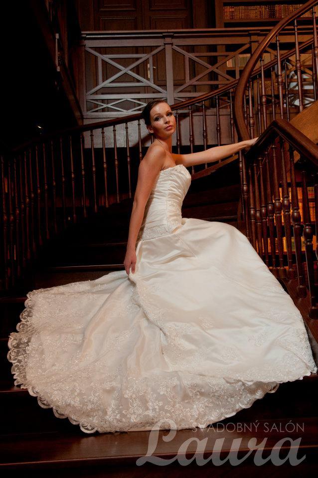 e433371f3a67 Svadobný salón Laura Topoľčany - šaty