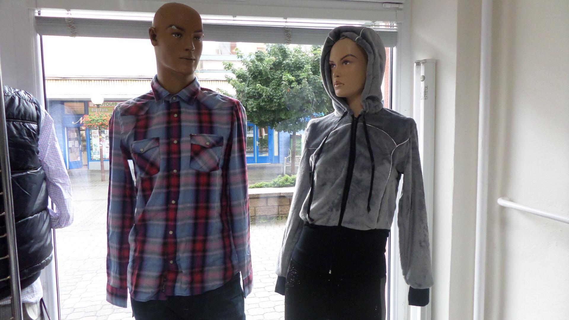 Predajňa odevov H.I.S Topoľčany - Móda a959547a2e7