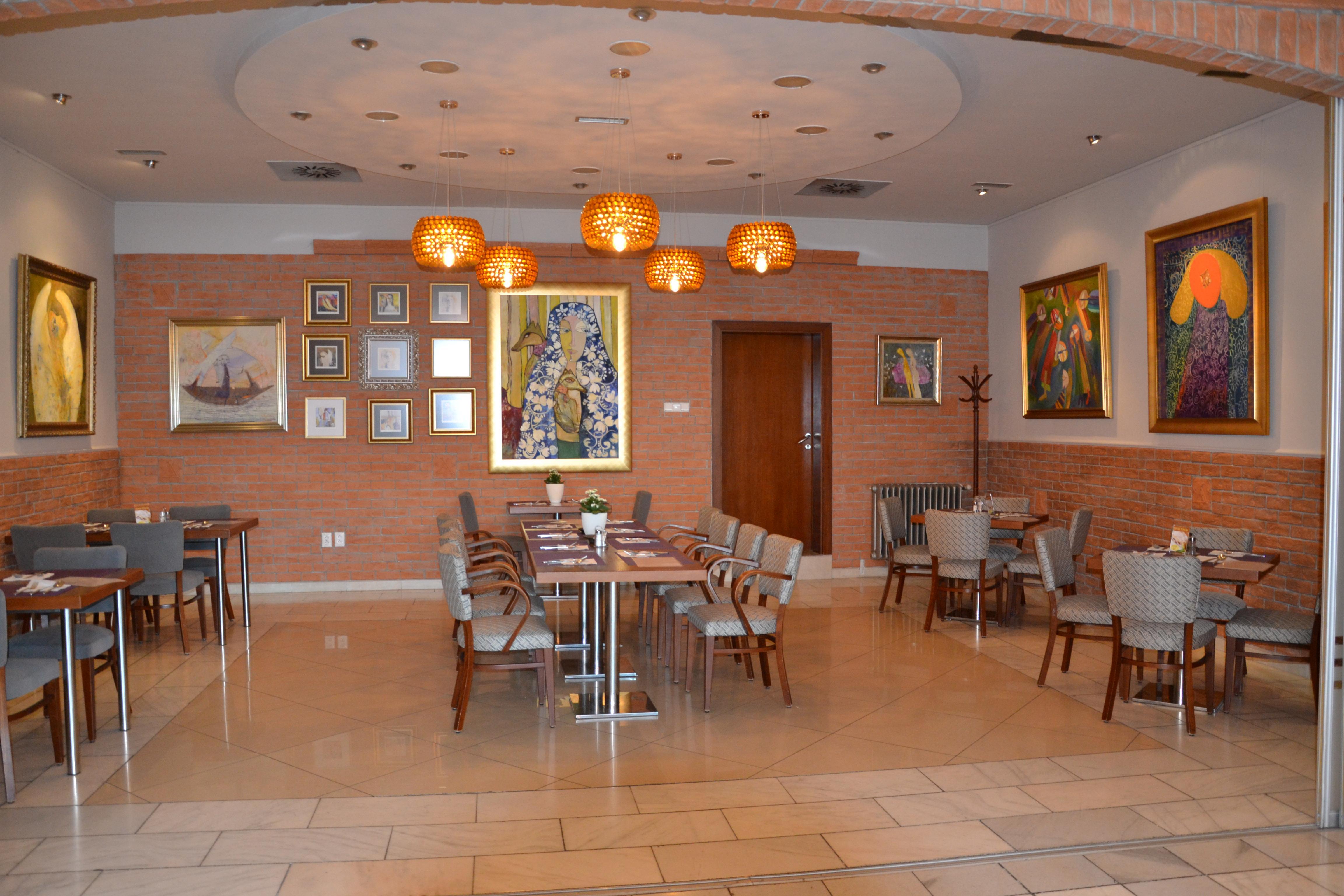 ccb10dfed Reštaurácia AXA Topoľčany - miesto výborného jedla a umenia ...