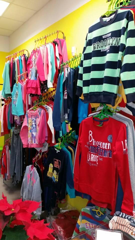 c2bb536e3355 Trendy oblečenie pre Vaše deti. Novootvorená predajňa detského oblečenia na  námestí v Topoľčanoch (oproti Knihe Jakub).Nech majú Vaše deti aj Vy radosť  z ...